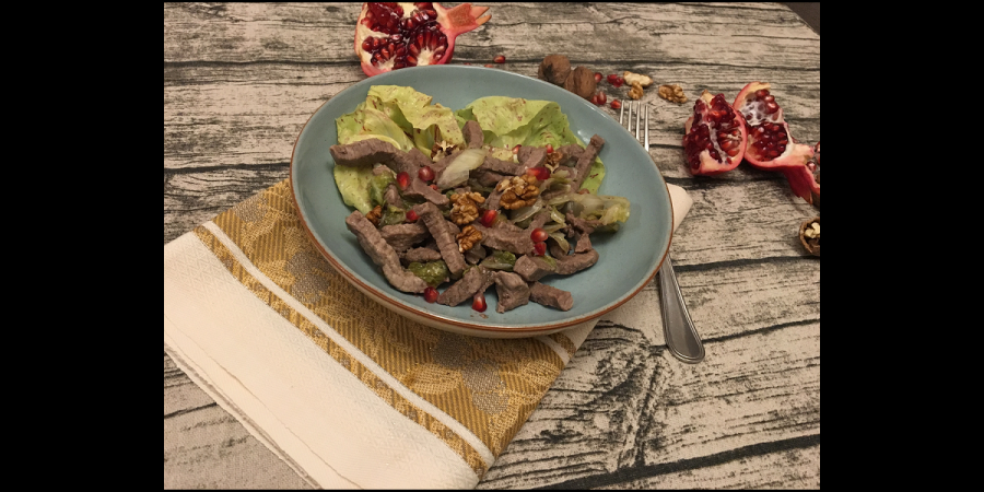 Beef strips with radicchio and pomegranate