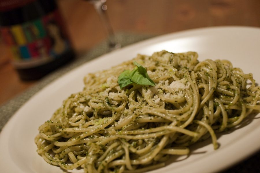 Linguine with basil pesto, potatoes and green beans